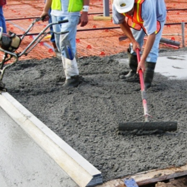 выкопать по углам конструкция залить бетон предложим максимально возможную